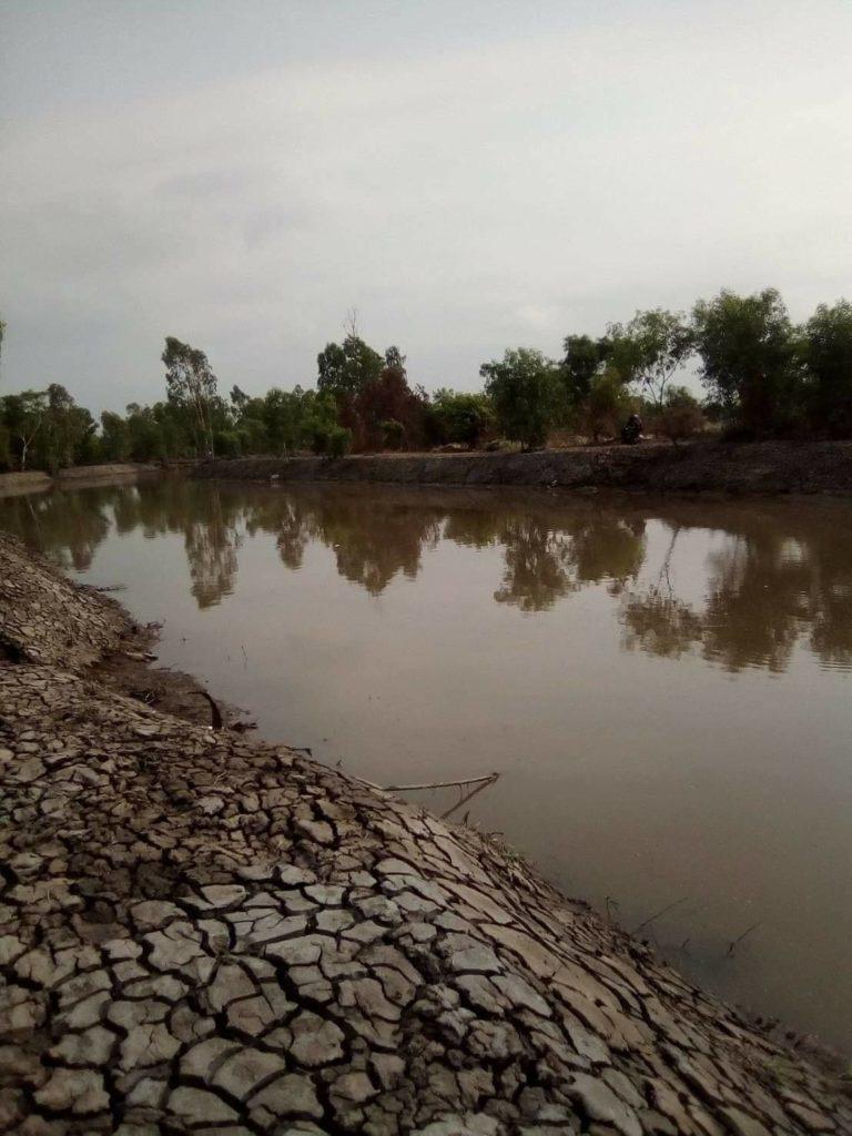 ขายที่ดินจำนวน 264 ไร่ ติดคลองส่งน้ำธรรมชาติขนาดใหญ่ มีน้ำทั้งปีไม่ขาด