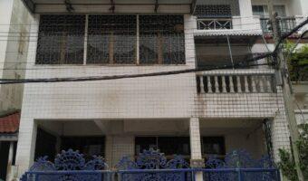 PH736 ให้เช่าโฮมออฟฟิศ 3 ชั้นมีดาดฟ้ากว้าง 8 เมตร ลึก 14 เมตร ใกล้โรงเรียนคาเบรียลอุปถุมภ์