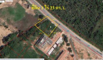 PH925 ขายที่ดินสวย 1 ไร่ 23 ตร.ว. สัตหีบ พื้นที่สีส้มด้านหลังเป็นวิวภูเขา