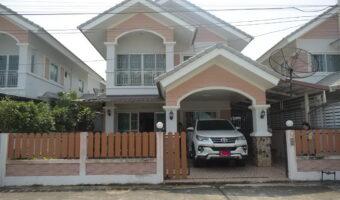 PH455 ขายบ้านเดี่ยว 2 ชั้น หมู่บ้านภูเขางาม หันหน้าทางทิศเหนือ ต่อเติมหลังคาใส่ชนวนกันร้อนและติดกันสาดรอบบ้าน