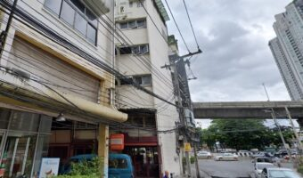 P60 ขายอาคารพาณิชย์ 6 ชั้น 2 คูหา 33.5 ตร.ว. หลังมุม ติดถนนใหญ่สาทรเหนือ เหมาะทำโฮลเทล/โฮมออฟฟิต