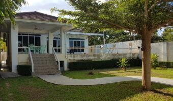 P63 ขายบ้านพร้อมสระว่ายน้ำหรู พร้อมเฟอร์บางส่วน ติดชายทะเลประจวบ เดินลงทะเลได้เลย ราคาขาย 12 ล้าน