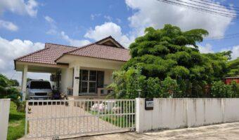 P116 ขายบ้านในหมู่บ้านบารมี อำเภอองครักษ์ พร้อมเฟอร์ พร้อมเข้าอยู่